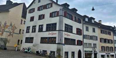 Das markante Haus «Zum Pfauen» am Rapperswiler Hauptplatz soll zum Polenmuseum werden.