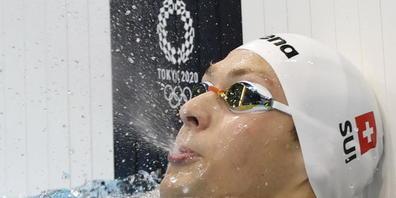 Antonio Djakovic blickt nach dem Halbfinal über 200 m Crawl zur Anzeigetafel und sieht, dass er knapp über dem Schweizer Rekord geblieben ist