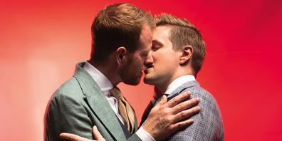 Das Sujet zeigt ein echtes homosexuelles Paar.