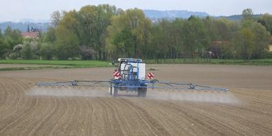 Der Pestizid-Einsatz in der Landwirtschaft ist Hauptgegenstand einer der Initiativen. (Symbolbild)