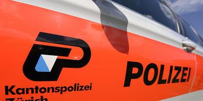 Bei der Kollision mit einem Lastwagen ist in Grüningen ein 20-jähriger Töfffahrer schwer verletzt worden. (Symbolbild)