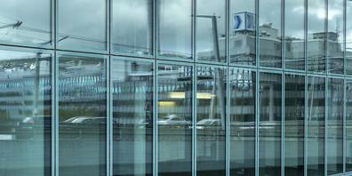 Büroflächen, wie hier im Zürcher Prime Tower, dürften wieder beliebter werden. Davon geht das Beratungsunternehmen Wüest Partner anhand einer Umfrage aus. (Symbolbild)