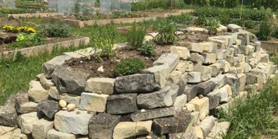 Der Natur- und Nutzgarten bei der Firma Zünd Systemtechnik in Altstätten