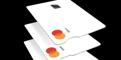 Mastercard lanciert für blinde und sehbehinderte Menschen die Touch Card. Dank Kerben an der kurzen Seite der Karte unterscheiden sich Kredit-, Debit- oder Prepaid-Karten einfacher.(Bild vom Unternehmen)