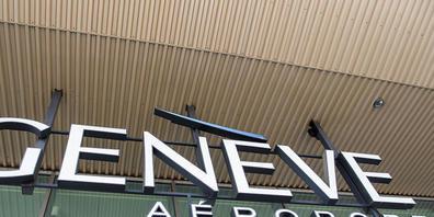 Am Genfer Flughafen werden rund 20 Stellen abgebaut. (Archivbild)