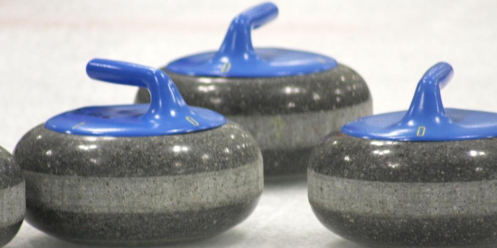 Curlingsteine auf dem Eisfeld. (Symbolbild)