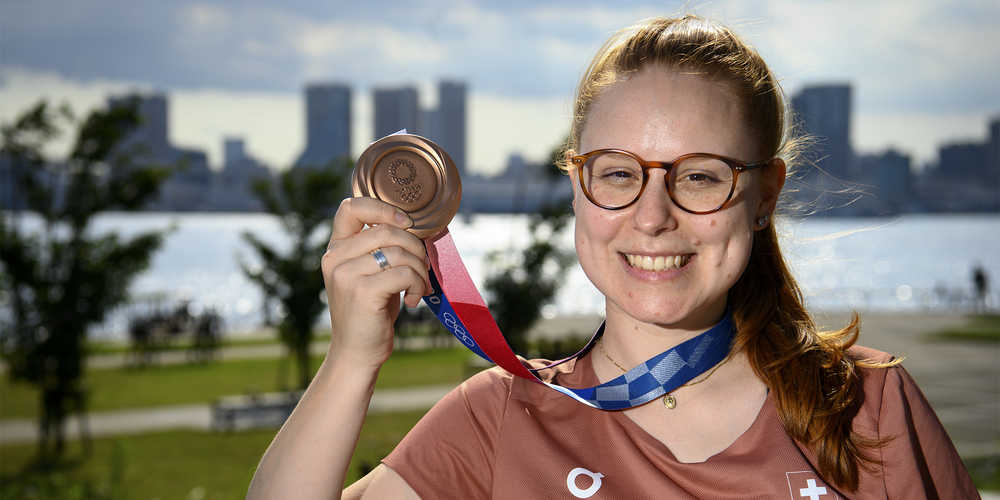 Nina Christen aus Immensee holte sich gleich am ersten Wettkampftag in Tokio die Bronzemedaille.