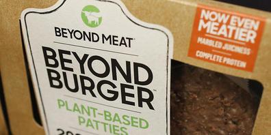 """Der Konsum von pflanzenbasierten Burgern oder veganem """"Poulet-Geschnetzelten"""" dürfte in den kommenden Jahren noch zunehmen. (Archivbild)"""