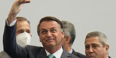 ARCHIV - Ein Untersuchungsausschuss, der sechs Monate lang Jair Bolsonaros Corona-Politik untersucht hat, stellt heute die Ergebnisse vor. Der brasilianische Präsident steht unter heftiger Kritik. Foto: Silvia Izquierdo/AP/dpa