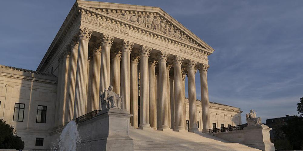 ARCHIV - Der Oberste Gerichtshof in Washington D.C. ist zu sehen. Nachdem einige republikanisch regierte Bundesstaaten Klage gegen die Gesundheitsreform Obamacare eingereicht haben, hat der Supreme Court diese nun abgewiesen. Foto: J. Scott Applew...
