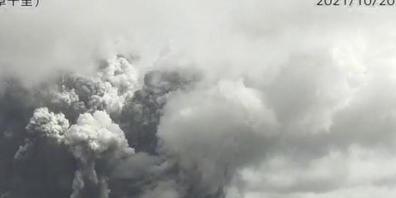 Der Vulkan Aso im Südwesten Japans ist ausgebrochen. Die von einer Überwachungskamera aufgenommenen Fotos, von der Japanischen Meteorologischen Agentur, zeigen eine riesige Rauchwolke. Foto: --/Japan Meteorological Agency via AP/dpa