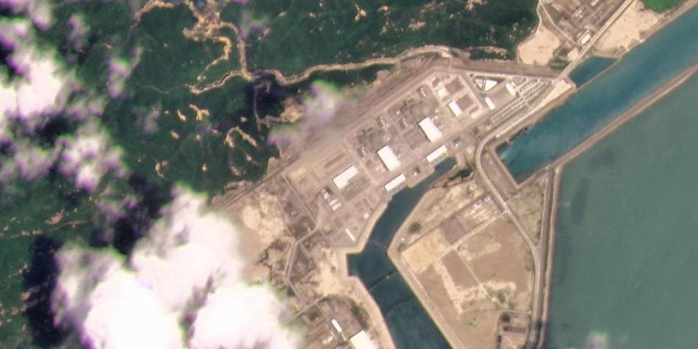Dieses Satellitenfoto von Planet Labs Inc. zeigt das Kernkraftwerk Taishan in der Provinz Guangdong. Chinas Atomaufsicht hat ein Leck im südchinesischen Atomkraftwerk Taishan bestritten, aber Probleme mit Brennstäben eingeräumt. Foto: Planet Labs ...