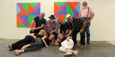 Geschlossen tritt der Vorstand der Galerie art dOséra Ende Jahr zurück. Von links vorne: Susi Miara, Eva Wrann, Rita Zäch. Hinten: Thomas Jutz, Peter Federer, Fredi Wenk, Kurt Spirig (Kuspi) und Jürg Jenny.