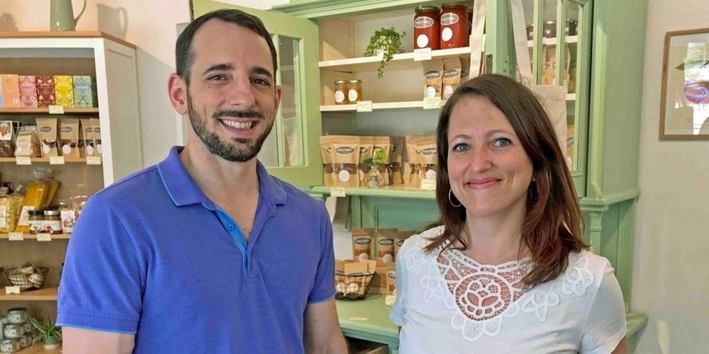 Marcel und Claudia Braun in ihrem neuen Drahtseilbähnlilädeli.