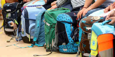 Bei uns ausgemustert, aber für ein Kind in Rumänien der ganze Stolz: die gebrauchten Schultaschen