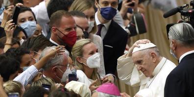 Papst Franziskus am Ende seiner wöchentlichen Generalaudienz in der Halle Paul VI. Foto: Riccardo De Luca/AP/dpa