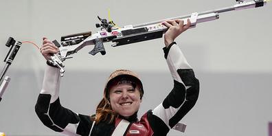 Nina Christen mit ihren Luftgewehr verhilft der Schweizer Olympia-Delegation zum Blitzstart