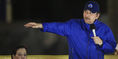 ARCHIV - Daniel Ortega, Präsident von Nicaragua, spricht neben Rosario Murillo, First Lady und Vizepräsidentin von Nicaragua. Ortega kandidiert bei der Präsidentenwahl im November dieses Jahres für seine vierte Amtszeit in Folge. Das teilte die Re...
