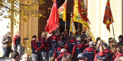 Im Rahmen der Jubiläumsfeier wurde die neue Fahne des TV Reichenburg eingeweiht.